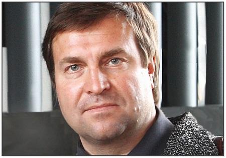 Тренер сборной России по плаванию - Владимир Сальников.